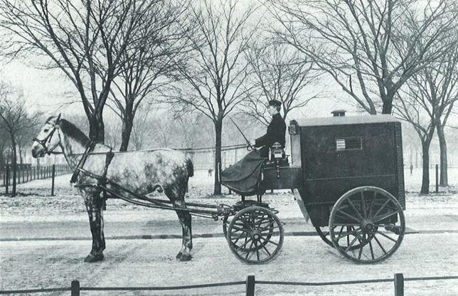 Första piketvagnen införskaffades 1902 och drogs med häst.