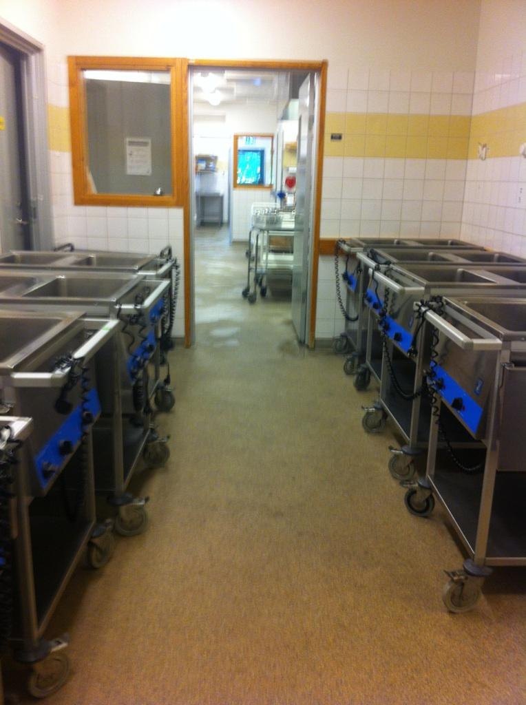 Maten lagas på skolan och får åka vagn till klassrummen. FOTO: Maja Murgia