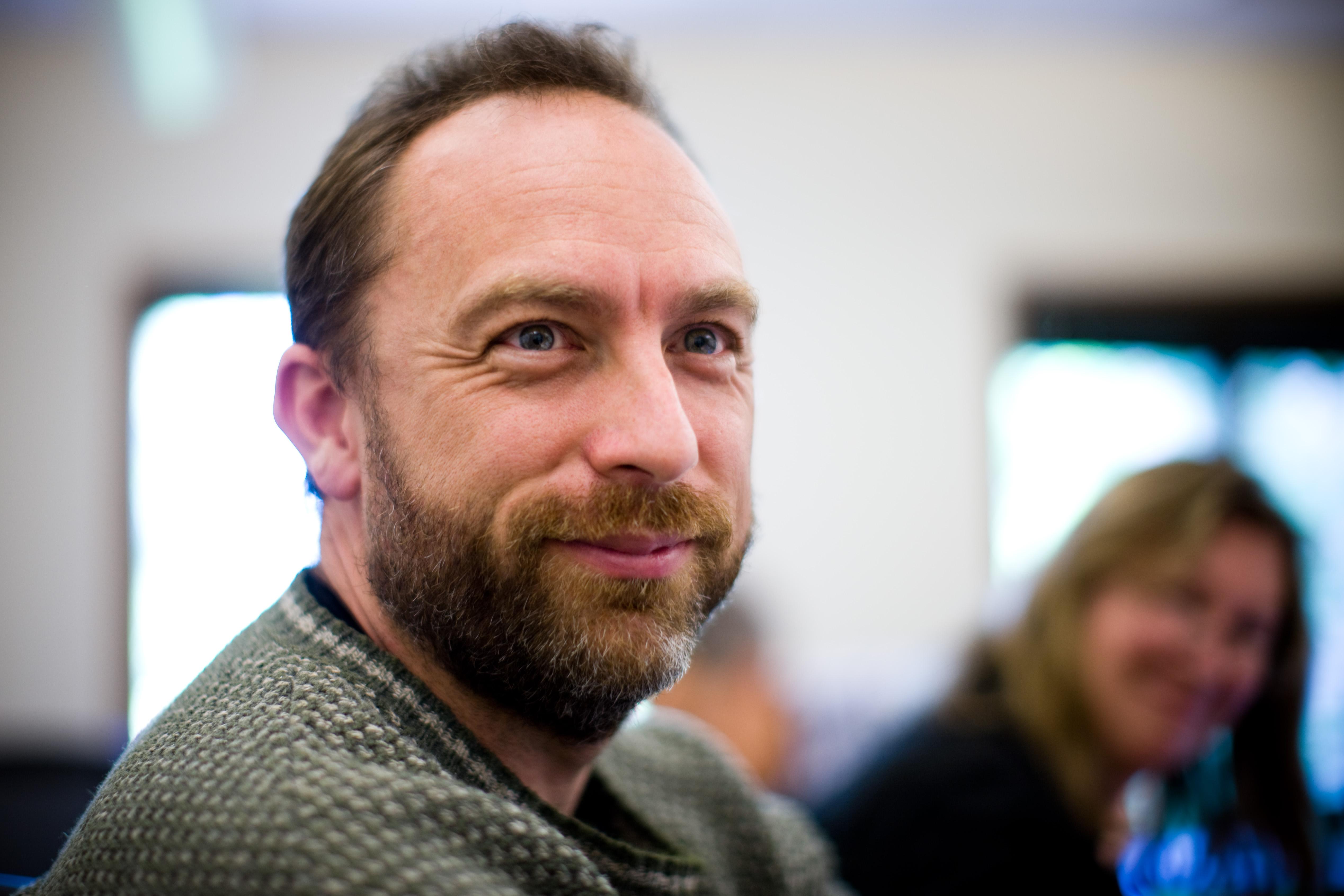 Jimmy Wales (på bilden) startade Wikipedia tillsammans med Larry Singer.