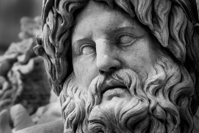 De antika olympiska spelen hölls i guden Zeus ära.