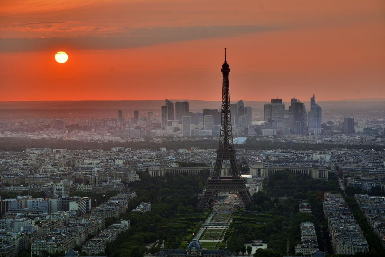 Eiffeltornet var från början kritiserat, men är idag en viktig del av Paris.