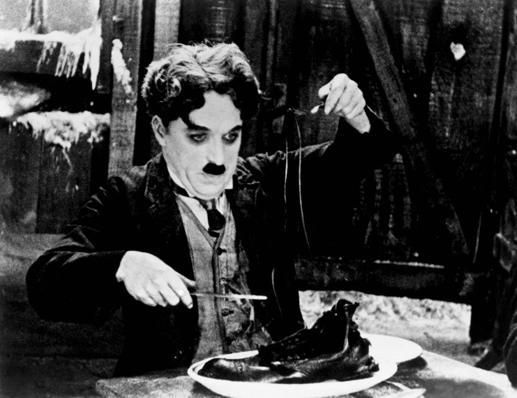 Charlie Chaplin är idag en av historiens mest kända stumfilmsskådespelare.