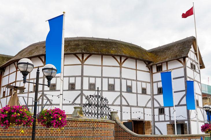 Shakespeare var delägare i teaterlokalen the Globe. En kopia av den finns idag på ursprungsplatsen i London. Foto: Andrei Nekrassov/Shutterstock.com