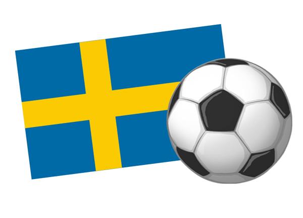 En svensk flagga bakom en fotboll.