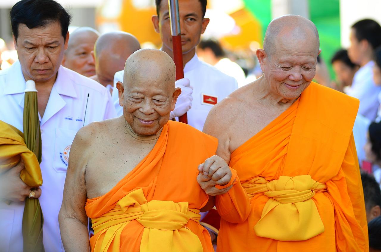Två buddhistiska munkar.