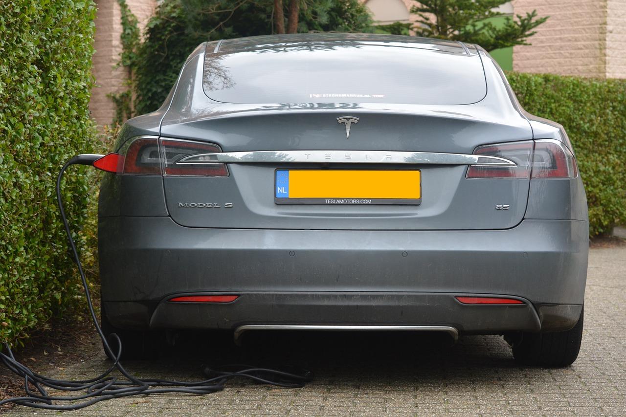 Idag finns bilar som bara går på el.