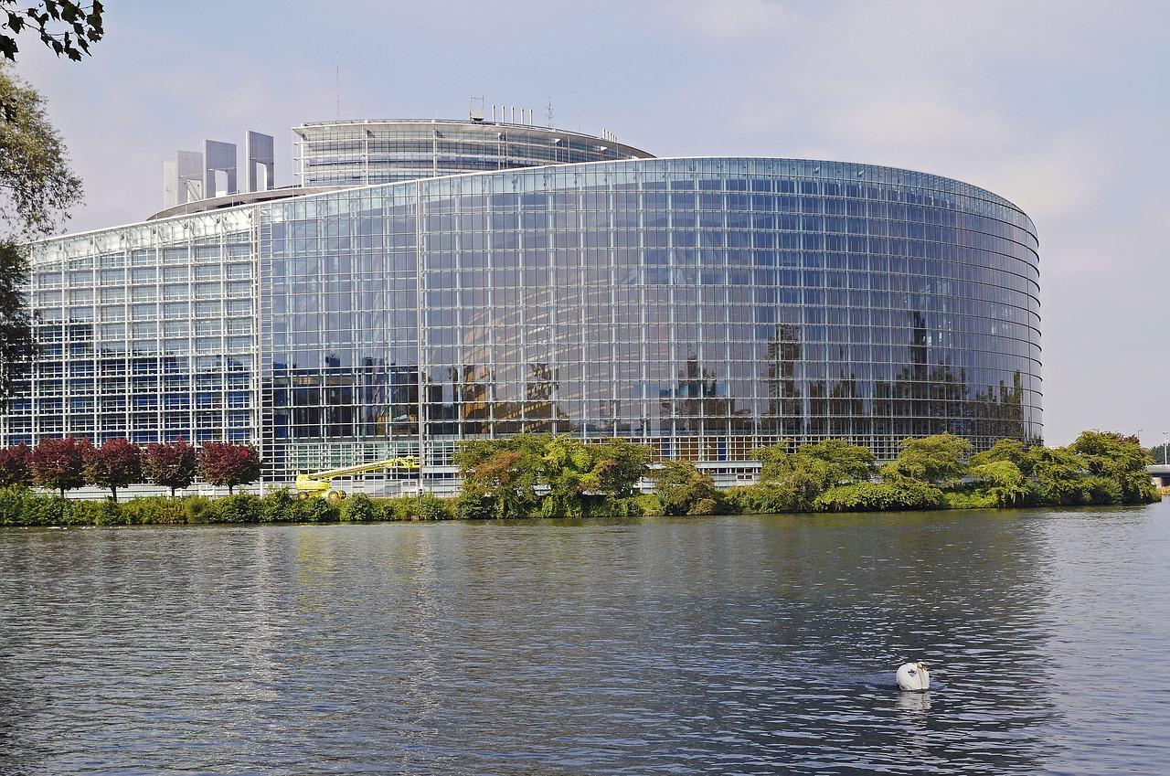 EU-parlamentet ligger i Strasbourg i Frankrike. Där beslutas bland annat om lagar i EU.