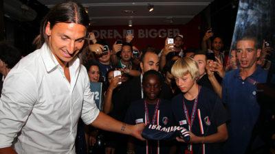 På lördag kan Zlatan spela sin första match för sin nya klubb.