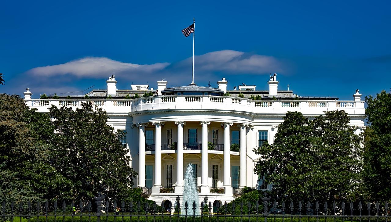 USA:s president sitter i Vita huset i Washington.