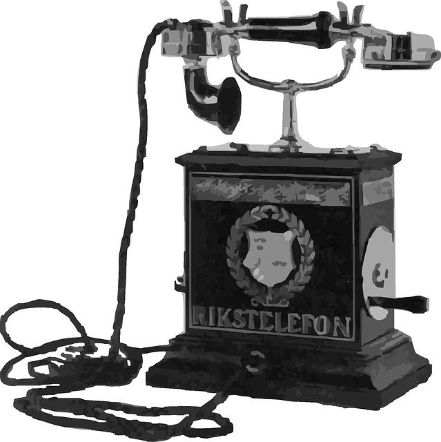 Bild: En gammal telefon med vev och lång sladd.