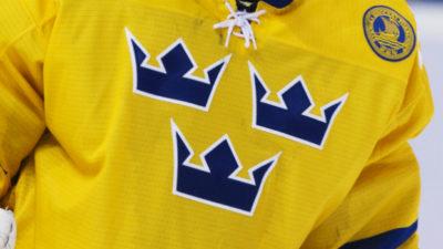 Hockeyspelare i Tre kronors matchtröja.