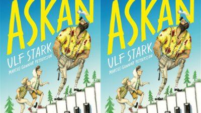 Ett bokomslag med titeln Åskan längst upp i stora gula bokstäver. Längst ner är en trappa gjord av pianotangenter och på trappan går två små pojkar bakom en stor man med svart skägg.