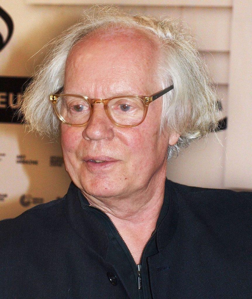 Ulf Stark i glasögon och vitt hår.