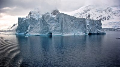 Ett stort isberg.