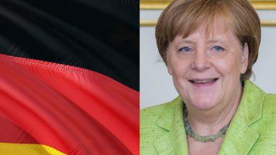 Till vänster syns Tysklands flagga. Till höger syns Angela Merkel. Hon är ganska gammal och har kort brunt hår och grön kavaj.