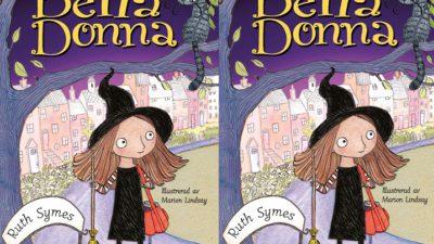 Bella Donna står under ett träd. hon har långt rött hår och en spetsig häxhatt.