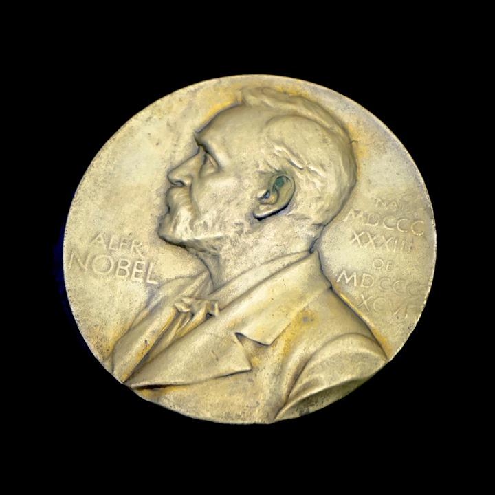 Medalj med Alfred Nobel på