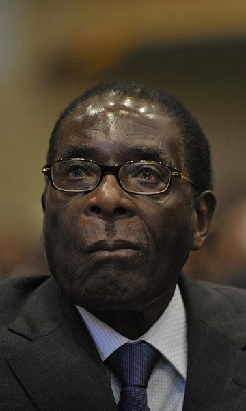 Ex-presidenten Robert Mugabe tittar framåt