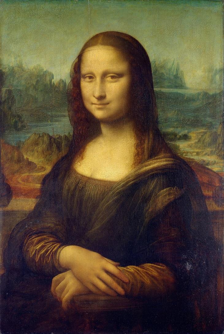 Tavlan Mona Lisa. Hon har svarta kläder på sig och har svart hår. Hon tittar mot oss och ler ett hemlighetsfullt leende.