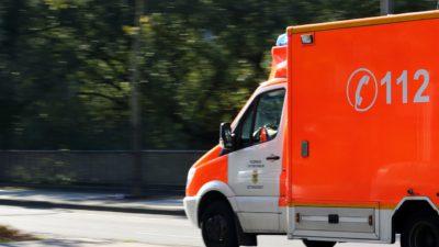 En ambulans med nummret 112 på.