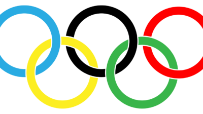 Fem ringar som sitter ihop. En är blå, en svart, en röd, en gul och en grön.