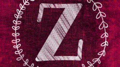 En röd bakgrund med ett vitt stort Z i mitten. Runt bokstaven är en ritad kvist med blad.