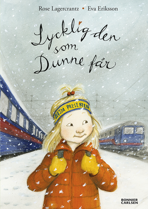 Omslaget till boken. Ett barn med röd jacka, grönt pannband och långt blont hår står ute i snö. I bakgrunden syns ett blått och rött tåg.