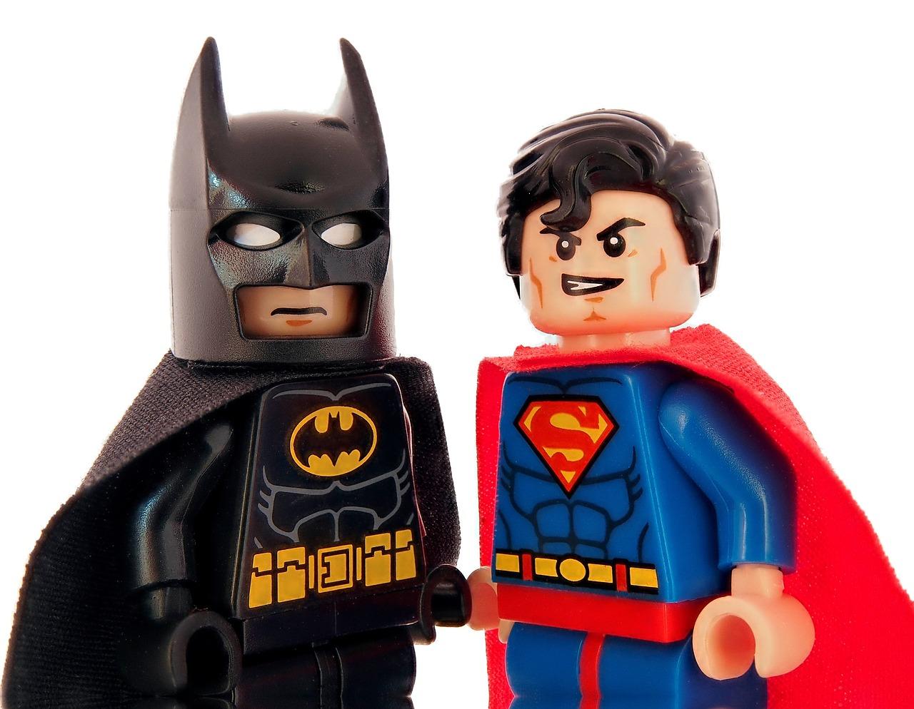 Batman och Superman som legofigurer