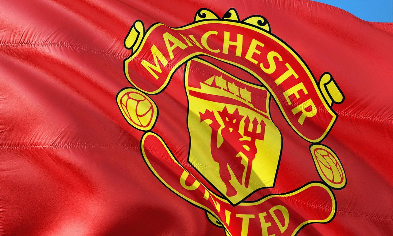 En röd flagga med texten Manchester United.