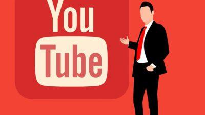 En tecknad man i svart kavaj och röd slips står framför Youtubes röda logga