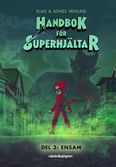 En bild på omslaget som visar en person i åtsittande kläder och mask som står på en gata mellan massa hus. Ovanför på himlen syns en skugga av något som liknar ett monster.