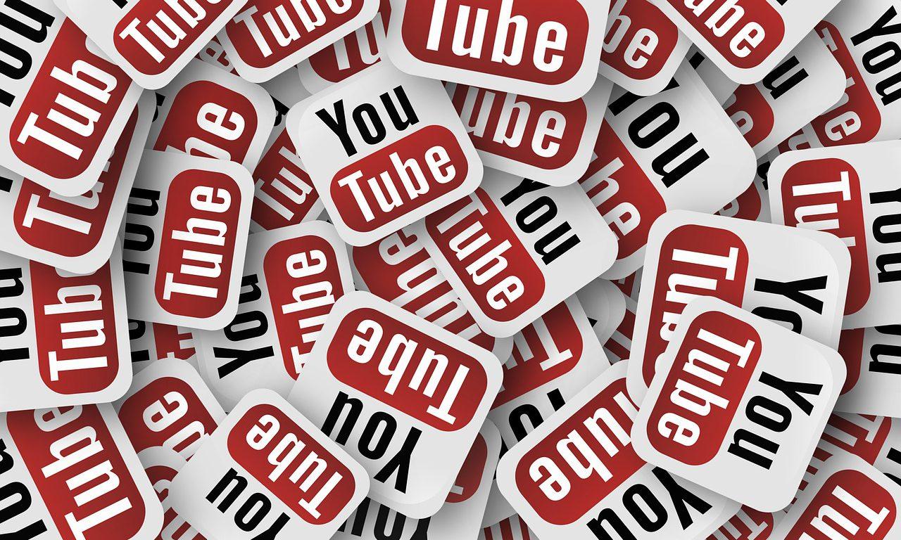 Flera kopior av Youtube symbolen.