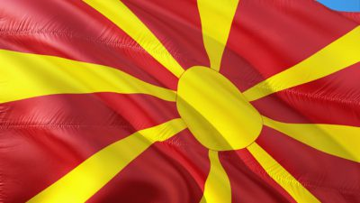 Makedoniens flagga: en gul sol på röd bakgrund