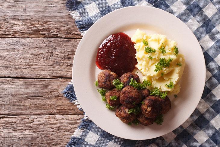 Köttbullar lingon och potatismos