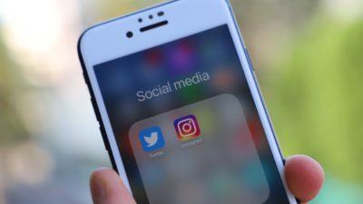 En iPhone där apparna Twitter och Instagram syns