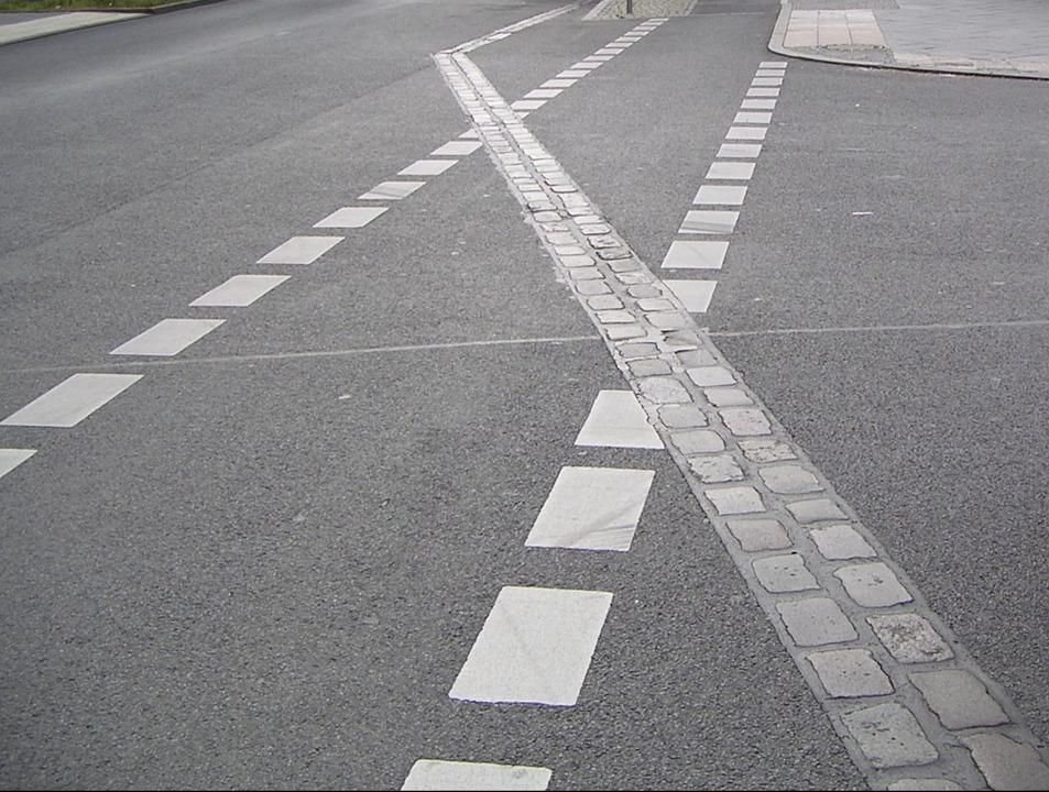 Gatstenarna i Berlin markerar hur Berlinmuren gick
