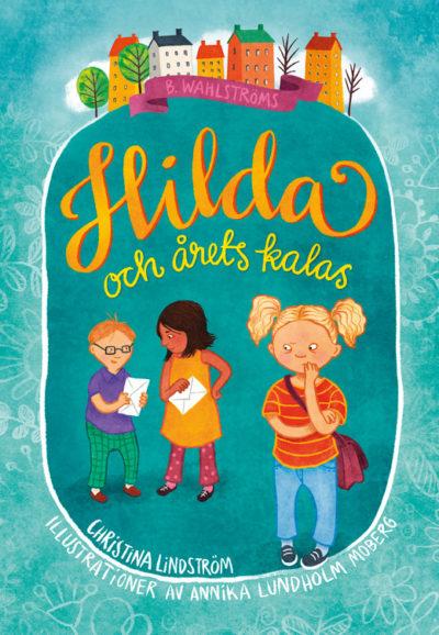 Hilda står med sina två kompisar. Men hon har inte en inbjudan i handen som hennes vänner.