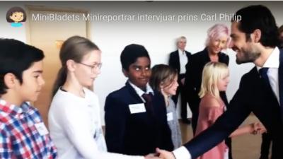 Fem minireportrar skakar hand med prins Carl Philip.