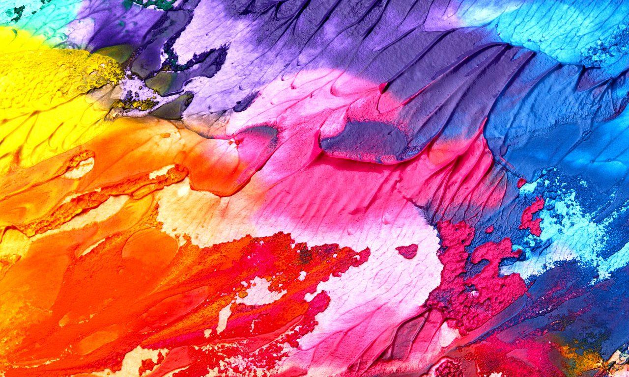 Färger som går från en ljus röd till en mörk blå