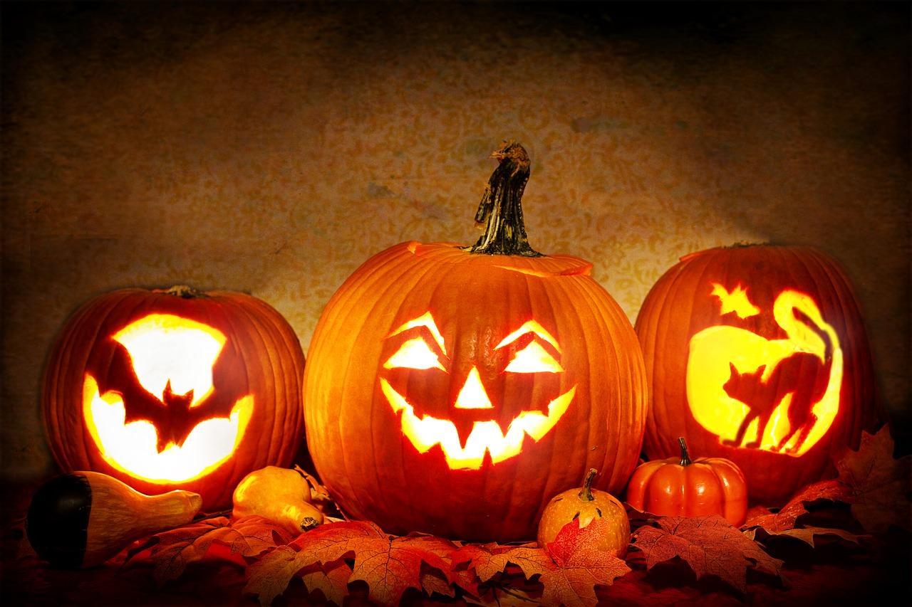 Tre läskiga Halloween pumpor