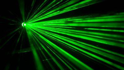 Grönt laserljus.