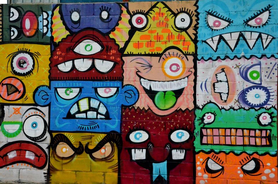 En vägg med färgglada monster