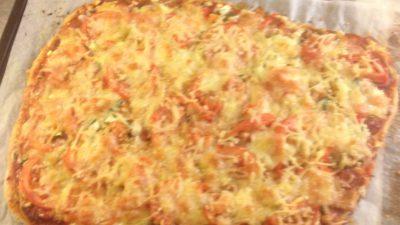 En hembakad pizza