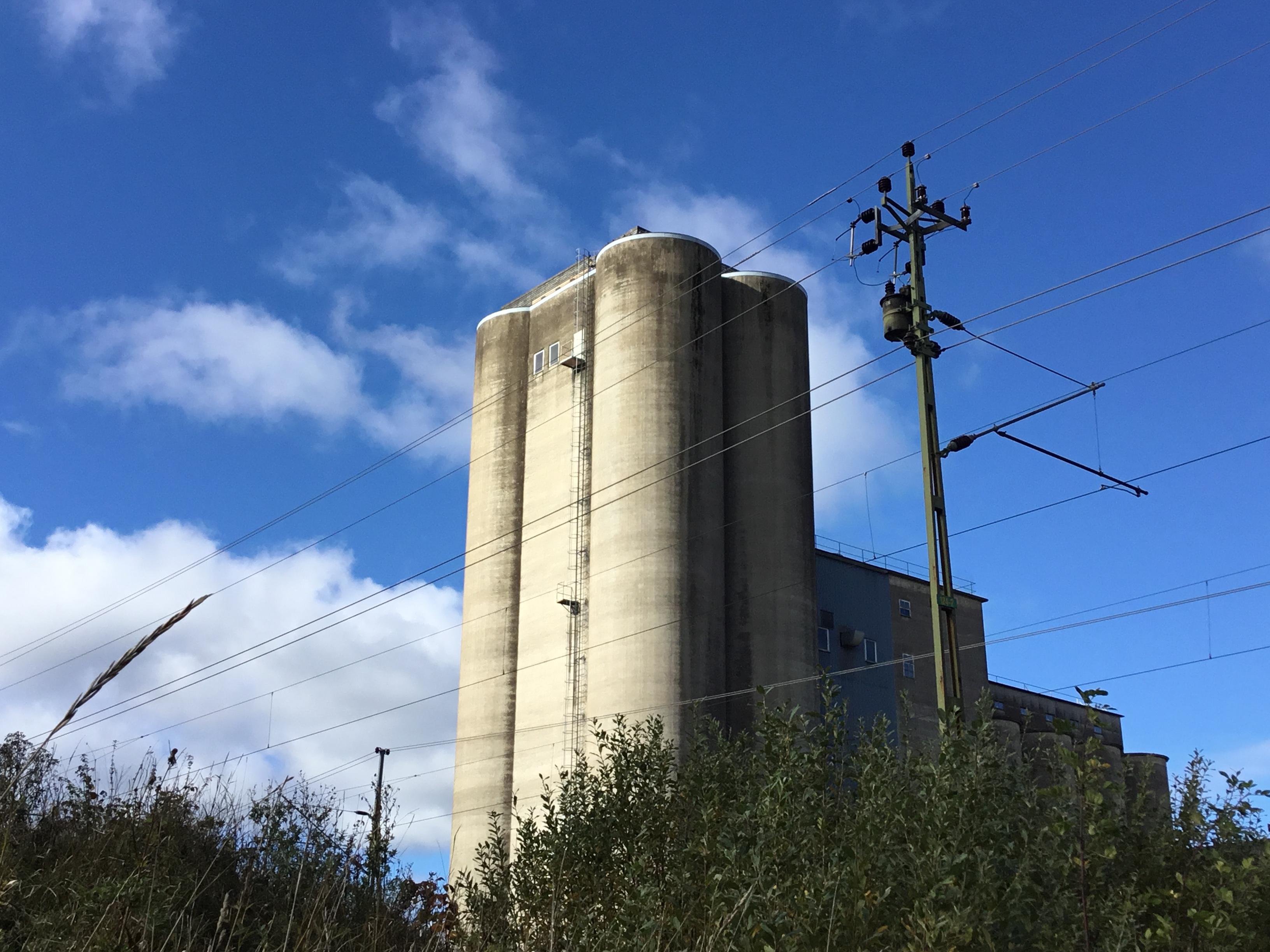 En stor silo