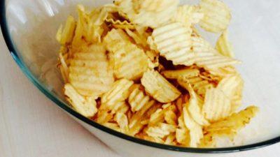 En skål med chips