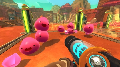 Rosa slime-monster hoppar omkring i spelet Slime Rancher