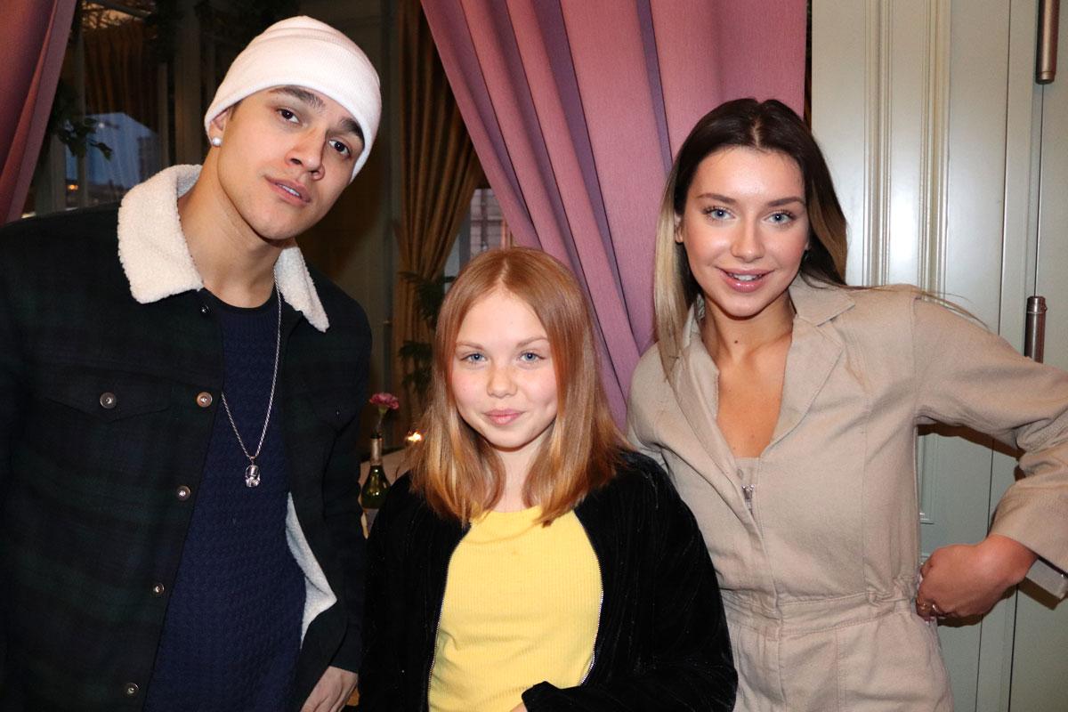Hanna Ferm och Liamoo tillsammans med minireportern Lily Lundin