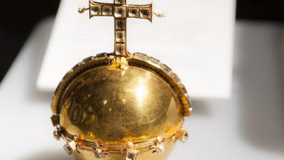 Bild på riksäpplet som är ett klot av guld med ett utstickande kors på.