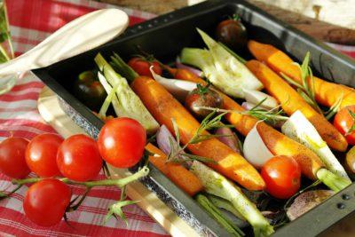 Grönsaker i en ugnspanna