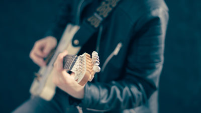 Foto på en gitarrist